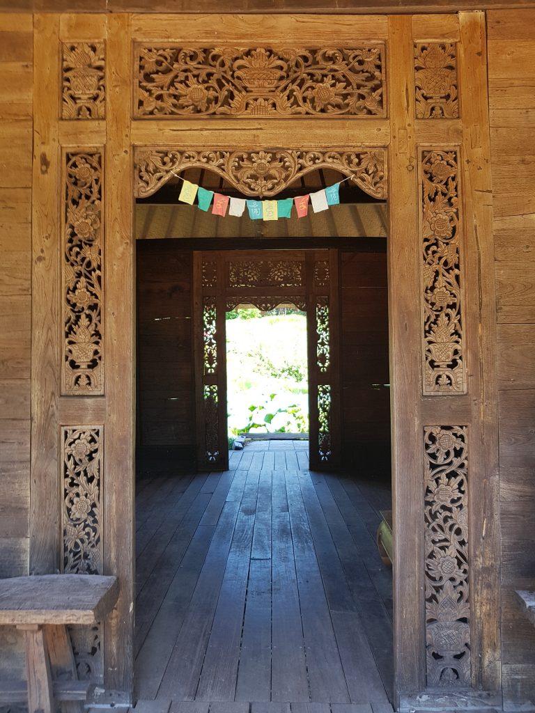 Une entrée du temple du lotus
