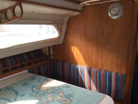 BX11 Box 26ft Sailboat & Trailer