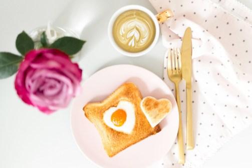 herz-fruehstuecksei-toast-03