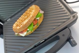 Sandwich mit Prosciutto und Mozzarella