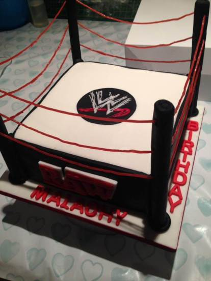 wrestling-cake