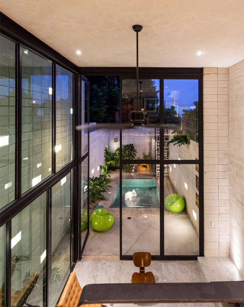 Uma linda casa espremida entre duas construes  limaonagua