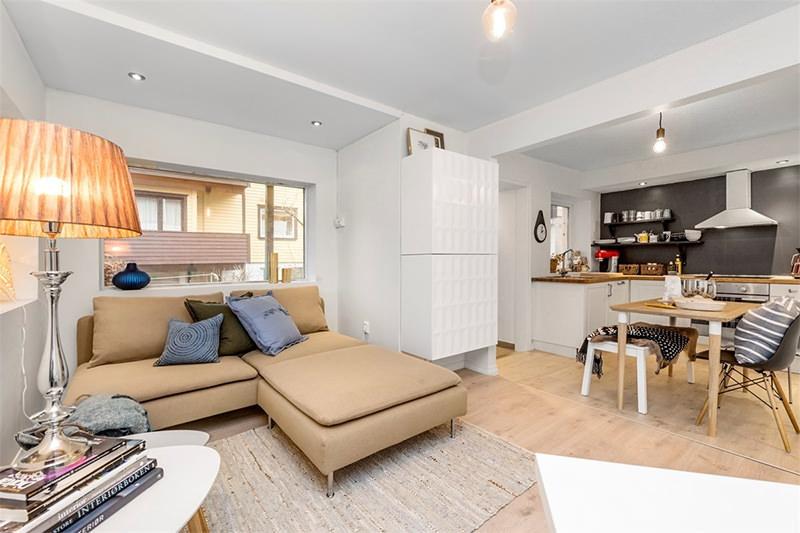 Apartamento pequeno com paleta de cores bege preto e