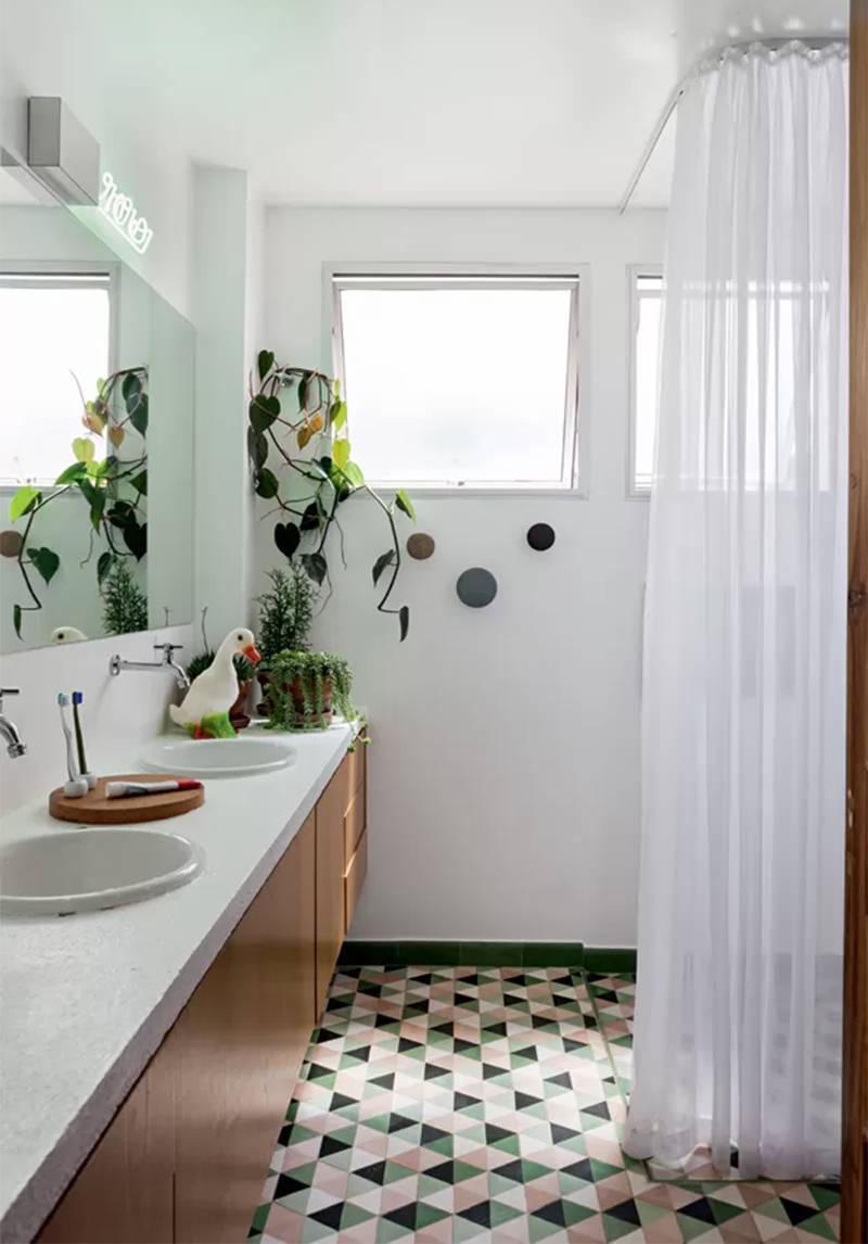 15 lindos banheiros com piso estampado para voc se