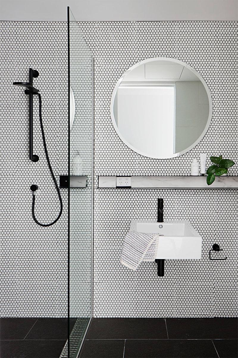 20 lindos banheiros com espelho redondo para voc se