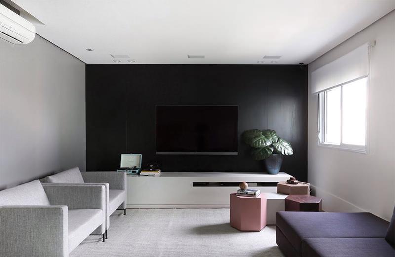 Apartamento explora o contraste entre materiais rsticos e