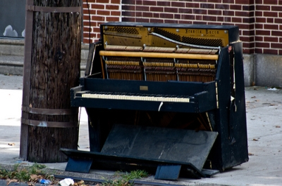 broken_piano.jpg