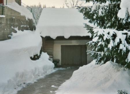 snow_driveway.jpg