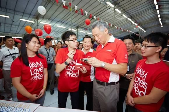 PAYM Loves Red @ Community YOUthSparks Presenting our gift to PM Lee!