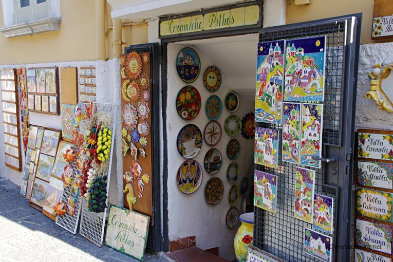 Ceramics shop in Ischia