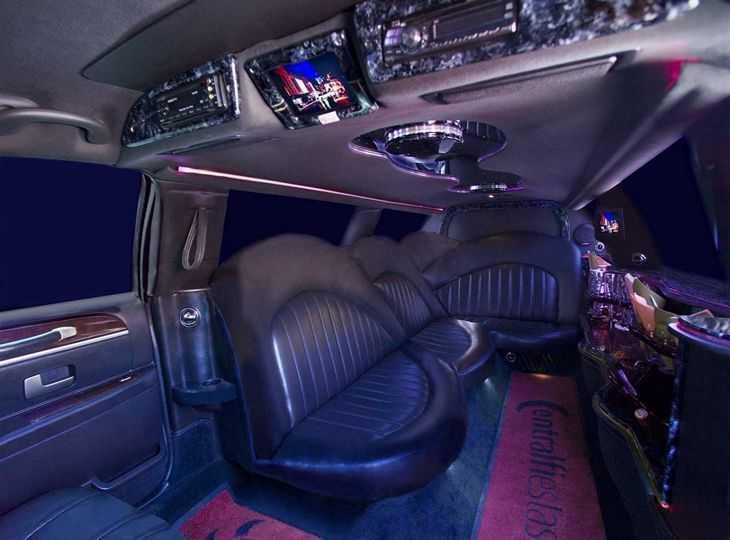 Limusina Madrid modelo Lincoln 120 para despedidas de soltera