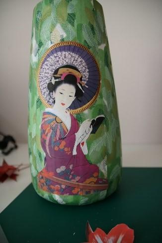 Découpage sur vase - motifs japonais