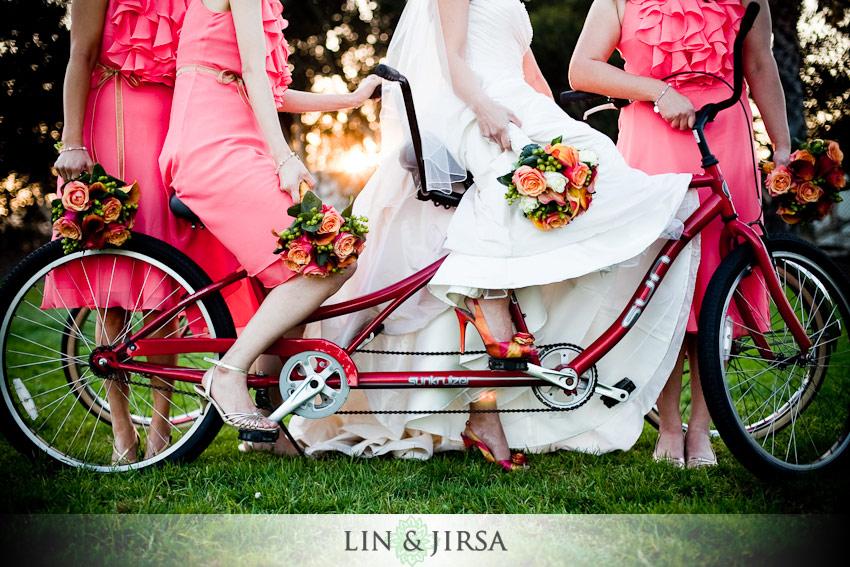 mijloc de tansport nunta, bicicleta, domnisoare de onoare, mireasa
