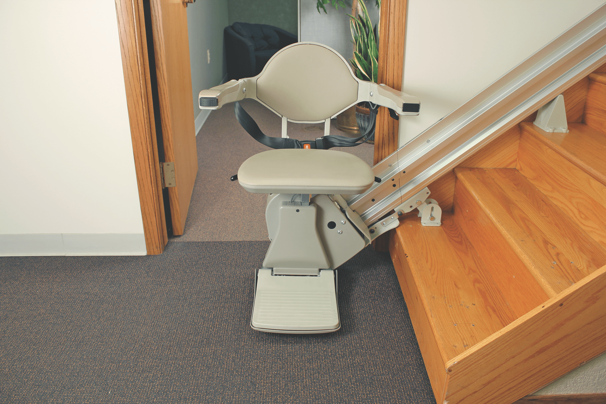 stair elevator chair lift carpet mat for hardwood floor lifts lincoln mobility