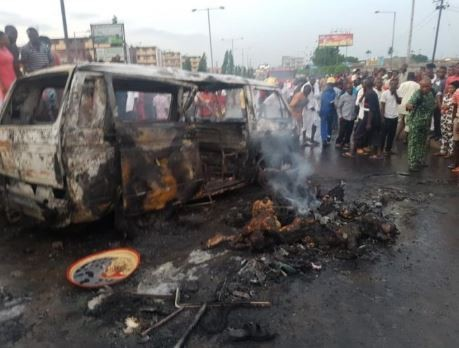 13 peopleincluding a naval officer burnt beyond recognition in a fatal road accident in Port Harcourt