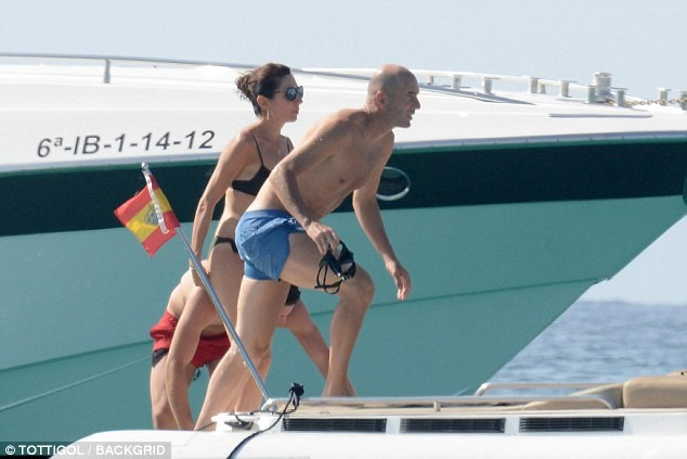 Zinedine Zidane enjoys a relaxing getaway in Spain with his bikini-clad wife Vronique (Photos)