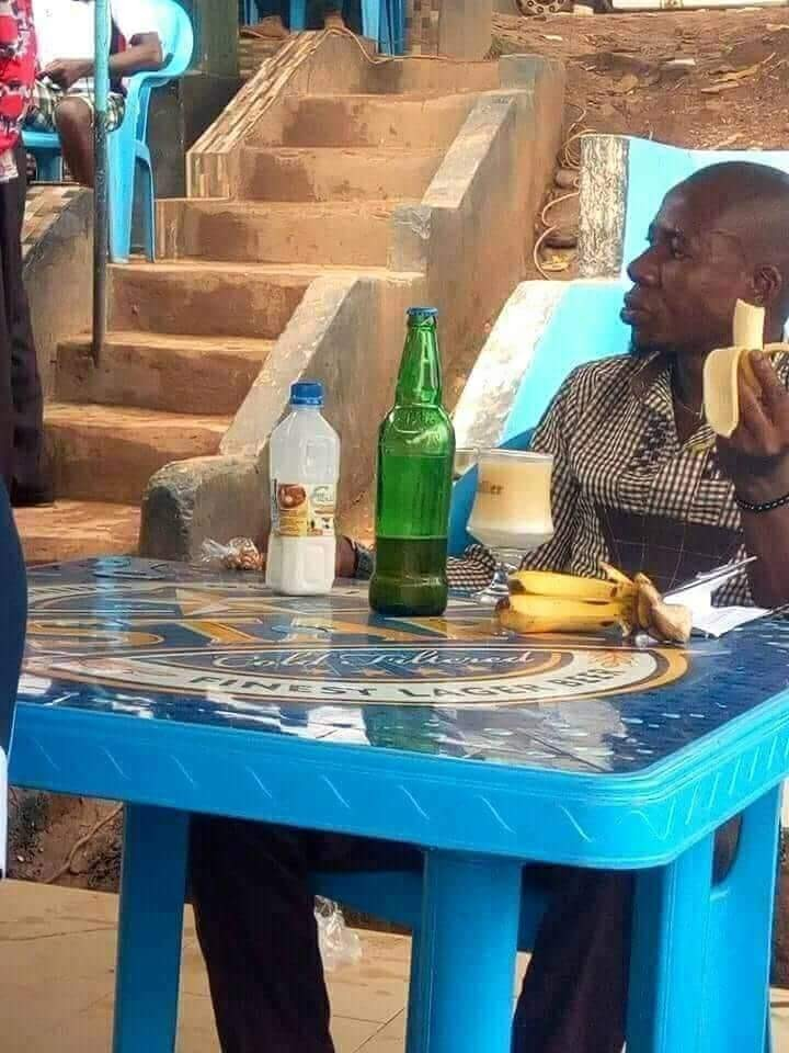 See the combination man was spotted having for lunch in public