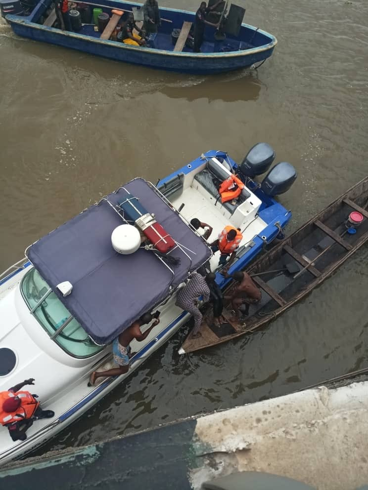 Man jumps off 3rd mainland bridge this morning, body recovered (Photos)
