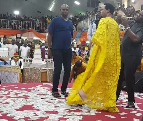 Here's the viral video from the birthday ofProphet Chukwuemeka in Onitsha where money was flying around