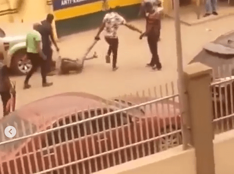 Video of Ojah B, manager of singer Oxlade being dragged on the floor into a police station in Surulere lindaikejisblog