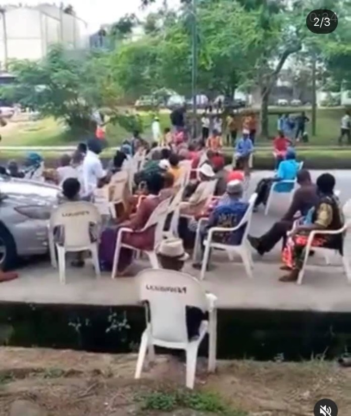Elderly pensioners block major road in Calabar as they demand payment of their pension lindaikejisblog
