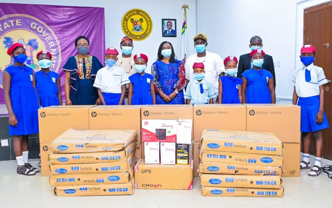 Lagos First Lady donates computers, other accessories to school in Yaba Pledges Continuous Investment In Education To Complement LASG