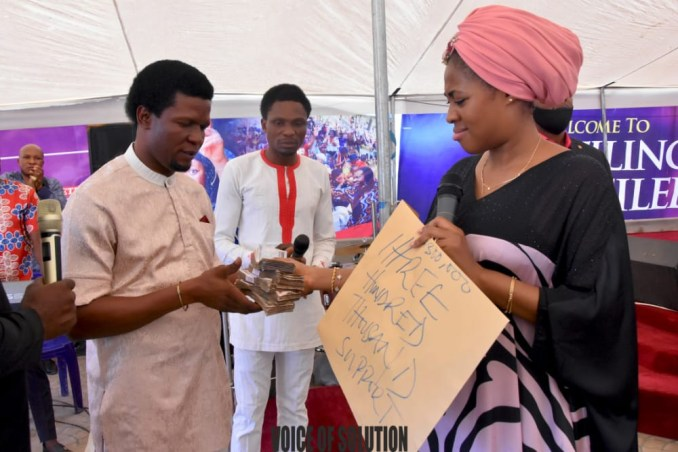 Prophetess Rose supports a pastor and a soldier with cash at Unveiling City Abuja lindaikejisblog