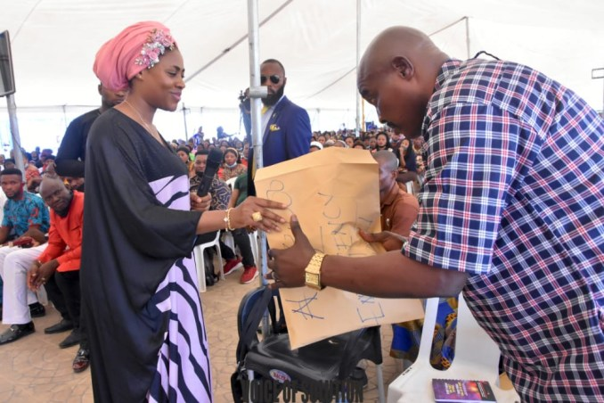 Prophetess Rose supports a pastor and a soldier with cash at Unveiling City Abuja lindaikejisblog5