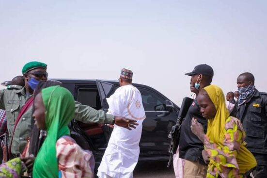 Governor Zulum stops his convoy to help women gathering firewood 3