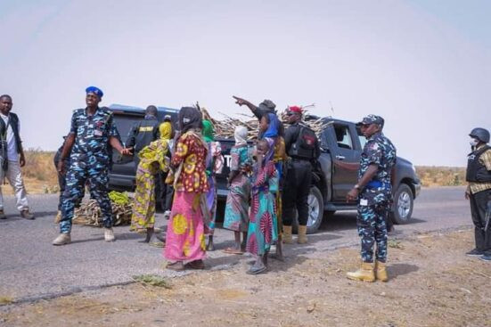 Governor Zulum stops his convoy to help women gathering firewood 4