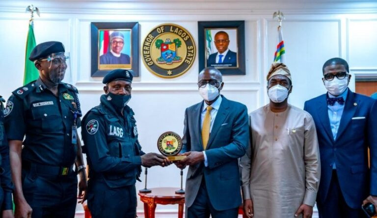 Governor Babajide Sanwo-Olu meets and commends Lagos policeman who was assaulted by traffic offender 3