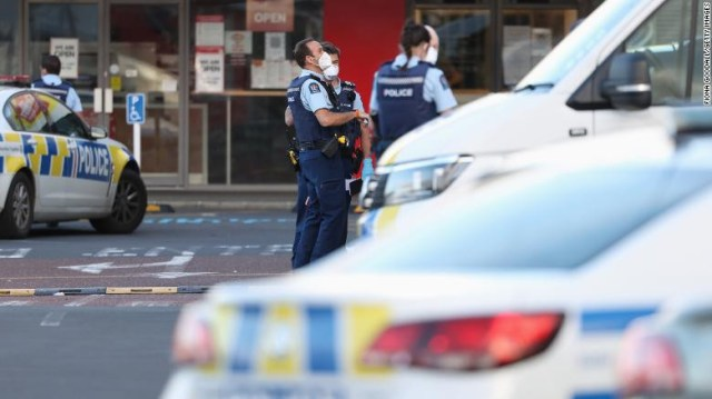 Suspected ISIS extremist killed after stabbing spree in New Zealand shopping centre 1