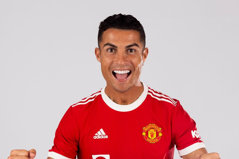Cristiano Ronaldo thanks Edison Cavani after taking over Manchester United's No 7 shirt