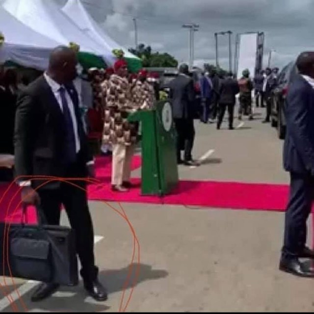 The bags President Buhari's security detail were carrying in Imo state are ballistic bulletproof briefcases 4