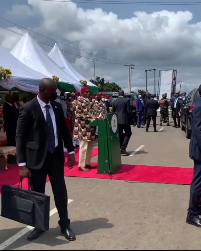 The bags President Buhari's security detail were carrying in Imo state are ballistic bulletproof briefcases