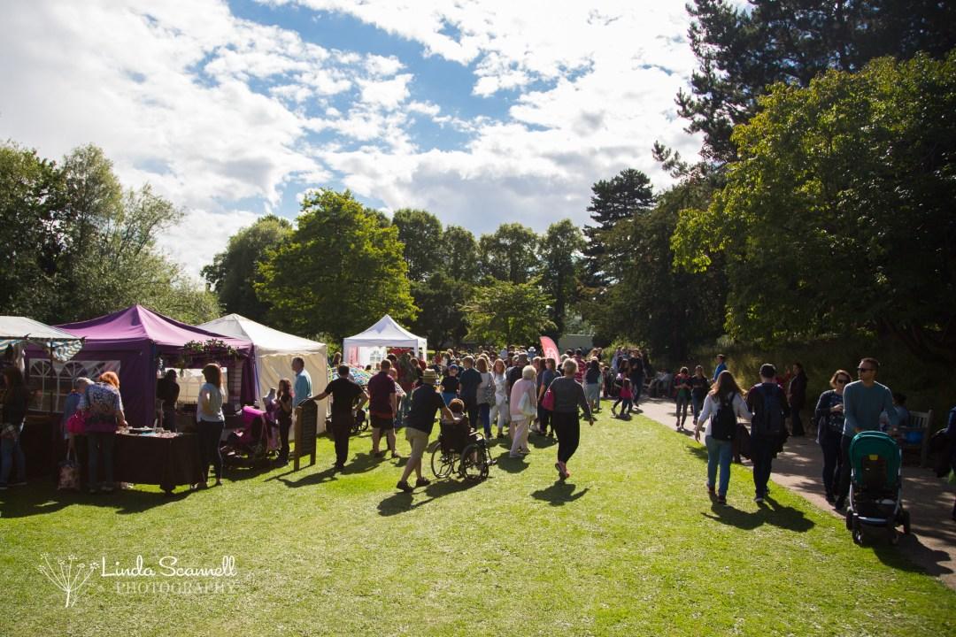 Crowds enjoying the sunshine | Art in the Park 2017