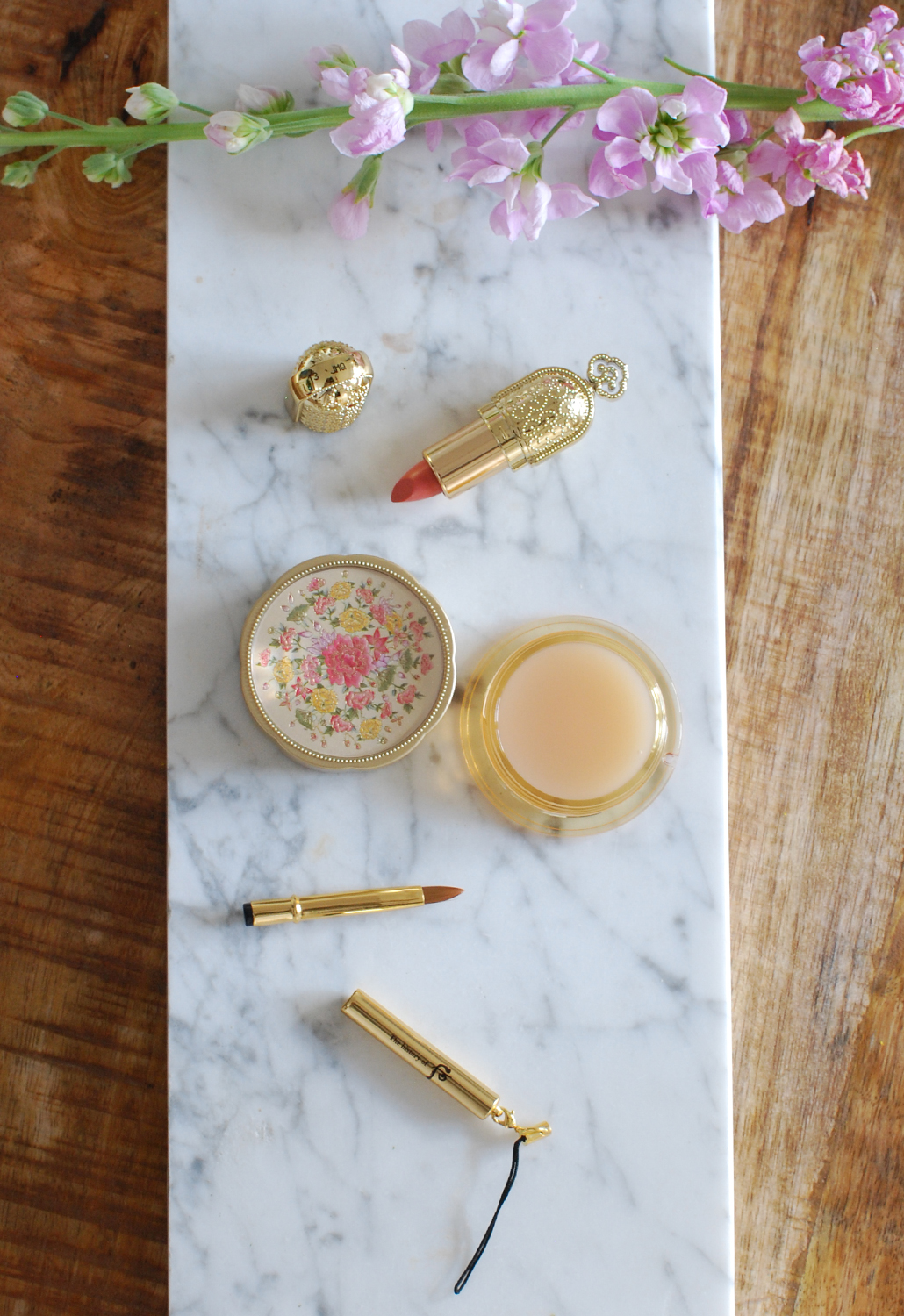 History of Whoo Gongjinhyang Secret Court Lip-balm Korean make-up review