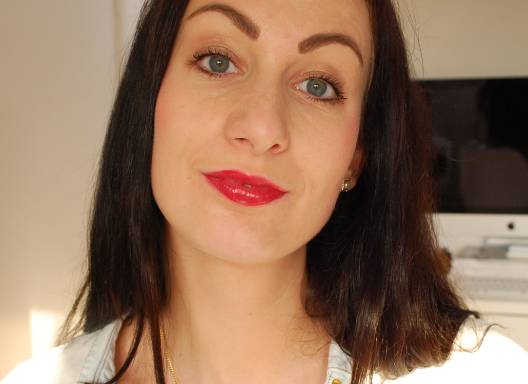 Yves Rocher zéro défaul mattifying and long-lasting lip primer swatch radiant lip crayon rouge flamboyant