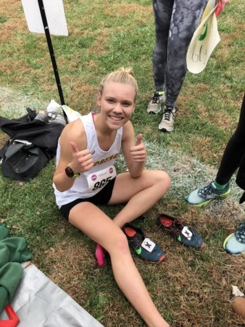 Kingsland drops dozens of places to help injured friend at state Cross Country race