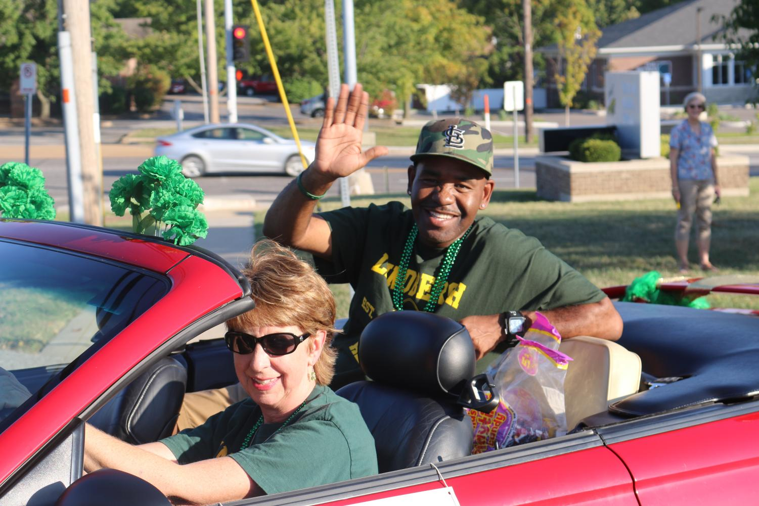 LHS Distinguished Alumni participate in the parade.
