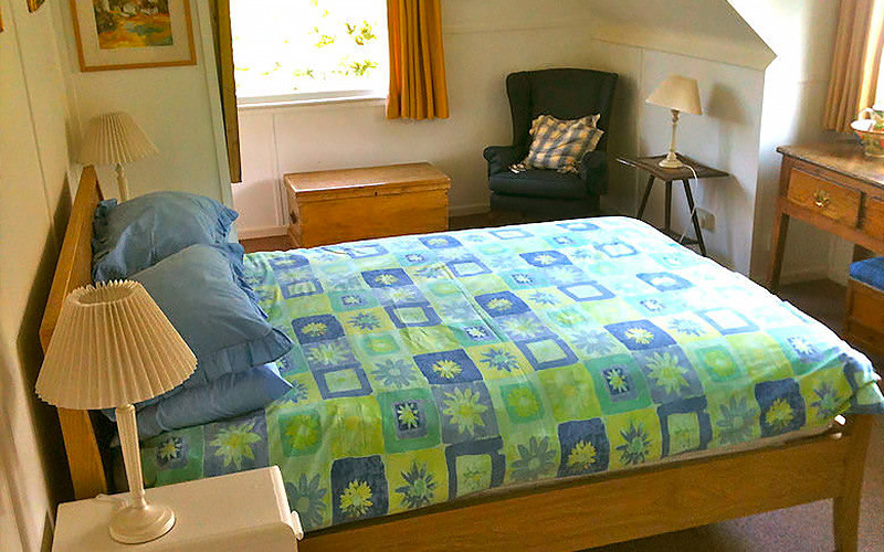 Curlew Cottage bedroom - self catering Cornwall