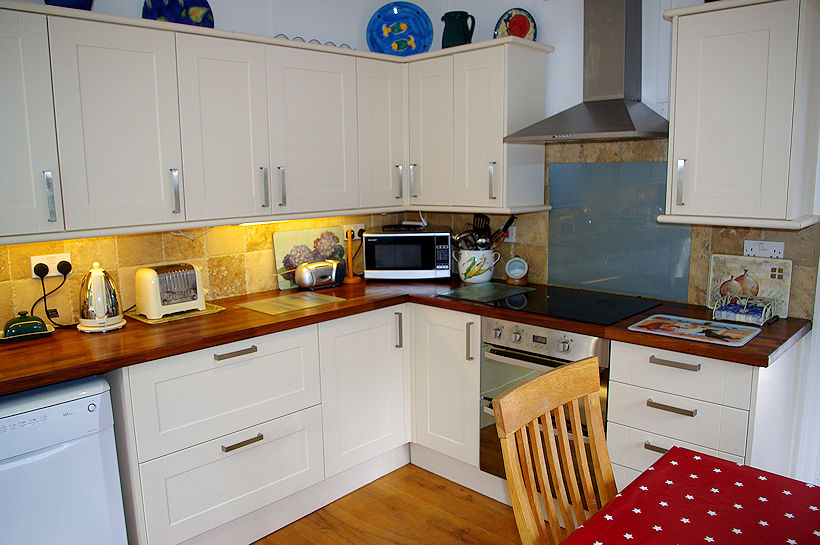Curlew Cottage kitchen Cornwall - self catering