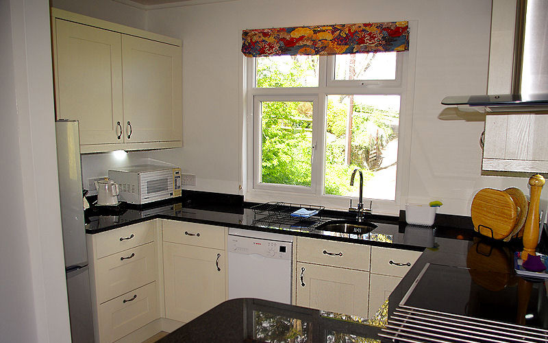 Dell Cottage - Kitchen Areas - Self Catering Cornwall