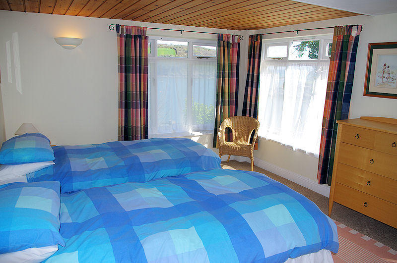 Cornwall Cottages - twin rooms - Self Catering from Lindford House