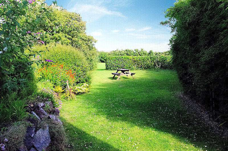 Meadow Barn - lots space for the kids to run off steam - self catering Cornwall
