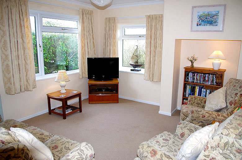 Self Catering Cornwall - Meadow Cottage lounge