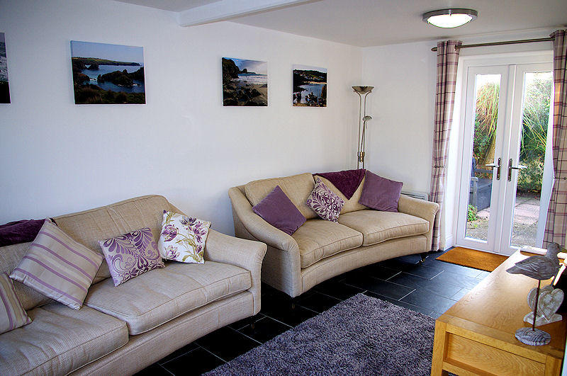 3 Old Mill Yard Cottage Coverack Cornwall - lounge 2