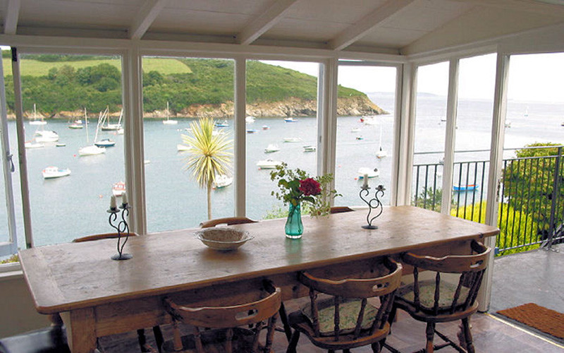 Rose on The Hill dining - Cornwall Cottages