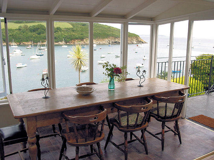 Family dining - Cornwall Cottages - Helford River