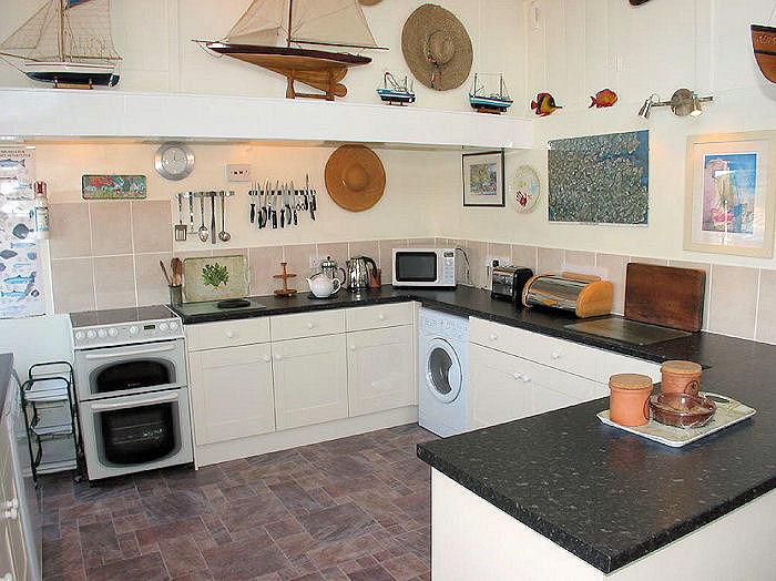 Family kitchen - Cornwall Cottages - Lindford House